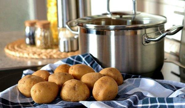 Картошка и кастрюля для ингаляции