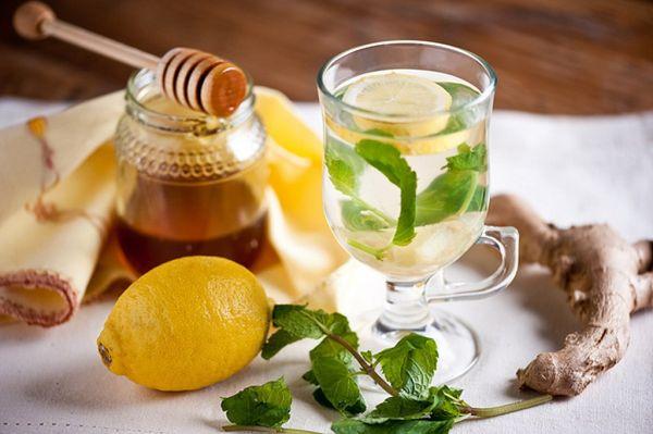 Чайный напиток из имбиря, лимона и меда