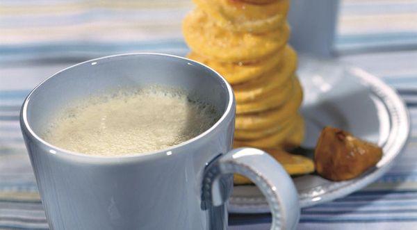 Чашка теплого молока с инжиром от кашля