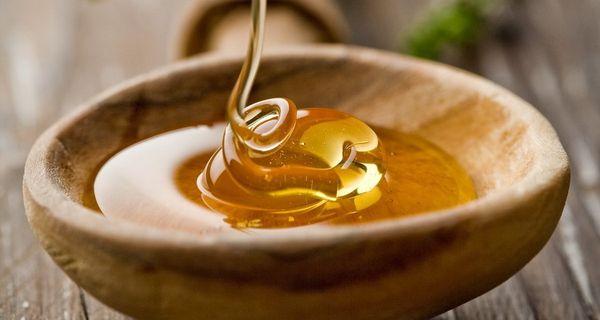 Свежий мед в тарелке