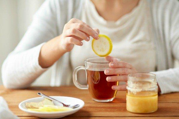 Теплый чай с лимоном и медом при гриппе