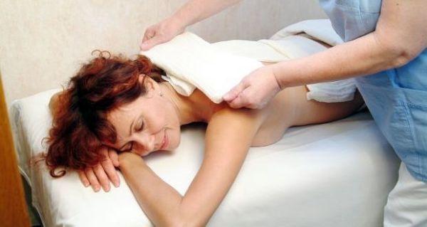 Водочный компресс на спине пациентки