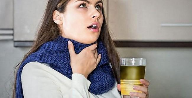 Полоскание горла средством на основе ромашки