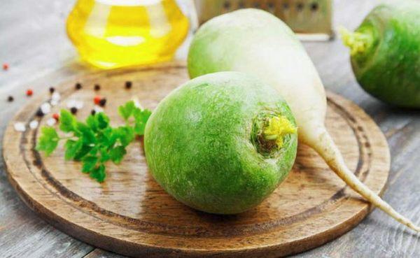 Зеленая редька и мед для салата